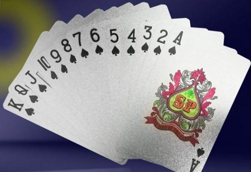 نگاهی به بازی پوکر