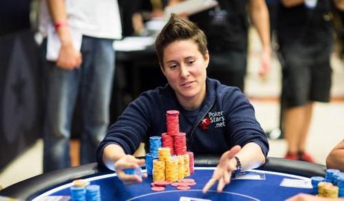 آیا نام این بازیکن در لیست 10 بازیکن برتر زن دنیای حرفه ای پوکر قرار دارد؟