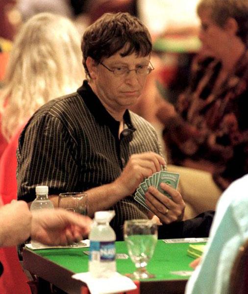 بیل گیتس در حال قمار بازی