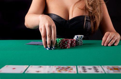 ترفند های بردن در بازی پوکر چهار کارته چیست؟